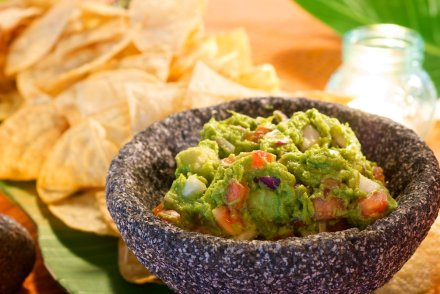 homemade-tortilla-chips-and-guacamole_png_1280x800_q85.jpg